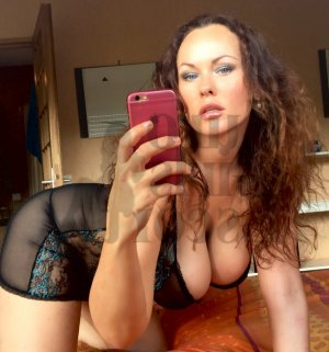 Luuna escort girls in Chino Hills
