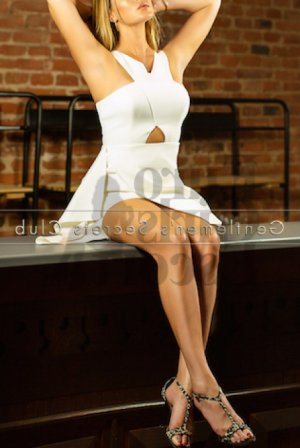 Chantale female live escort