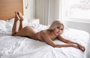 Marijana escort girl in Hendersonville
